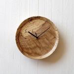 虫喰いの壁掛け時計